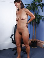 mature mom nylon heel lady